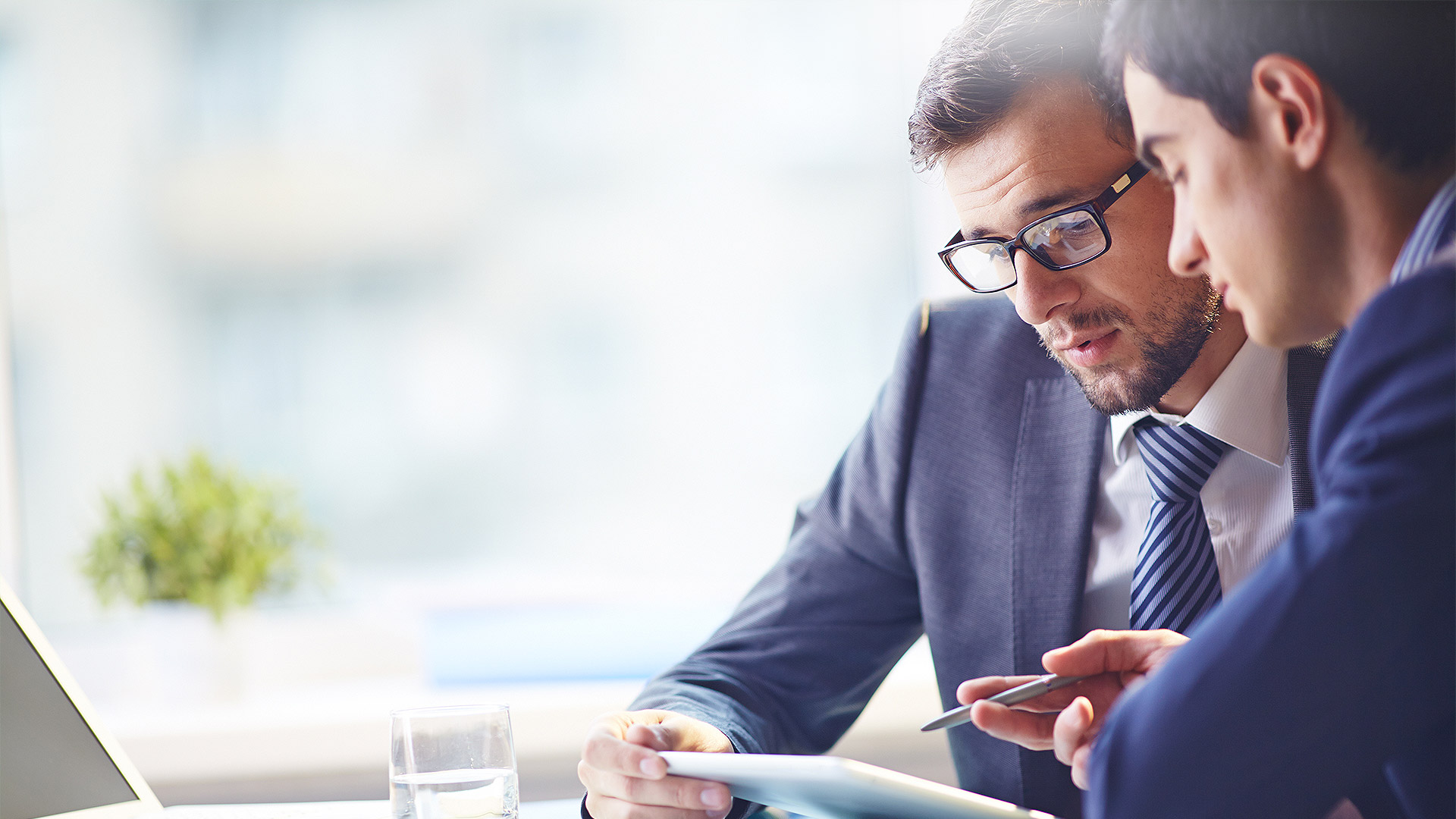 managers background Managers, on the other hand, are responsible for ensuring that the vision is  implemented efficiently and successfully of course, these two roles overlap – and, to be fully effective, you need to fulfill both roles.